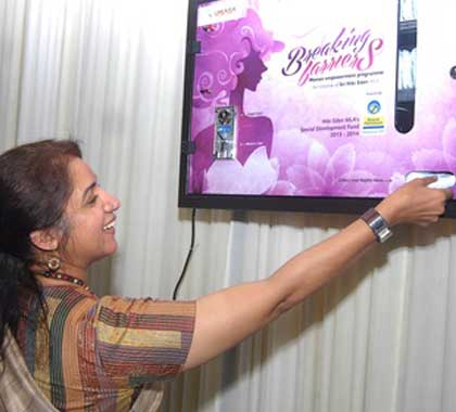 napkin-vending-machine-kerala-government-project-actress-revathi-and-hibi-eden-mla-inauguration